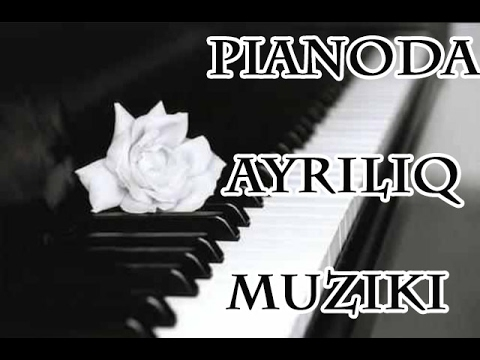 Pianoda Ayrılıq muziki çalan insan supper