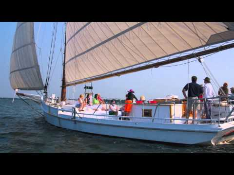 CBMM Skipjack Rosie Parks under sail on the Miles River