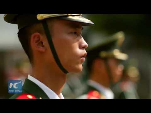 Visiting the guards of honor along China-Vietnam border