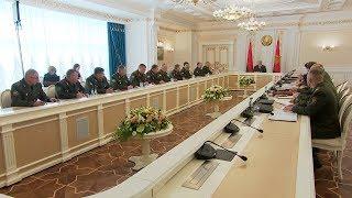 Лукашенко потребовал объяснить причины всплеска неуставщины в армии