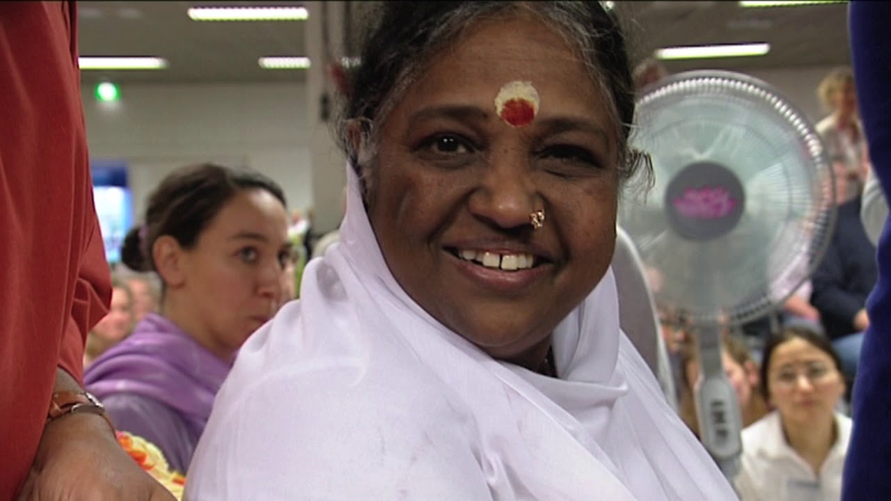 Download Happy (inter) View ~ Amma about hugging: Love is the only answer (1)