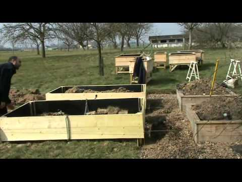 potager en carr sur pied mobile youtube. Black Bedroom Furniture Sets. Home Design Ideas