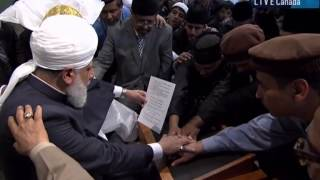 Vancouver, Canada: Canadians accept Islam Ahmadiyyat at the hands of World Muslim Leader