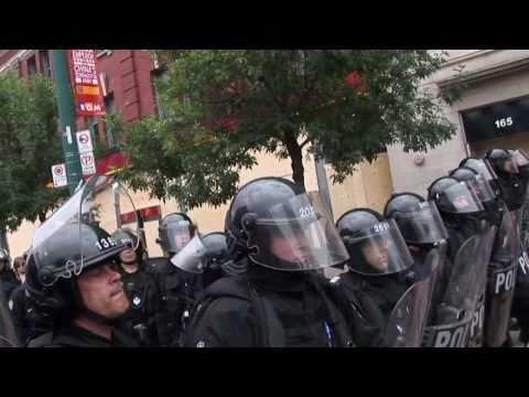 דיכוי משטרתי אלים של מפגינים בקנדה