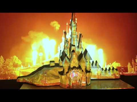 Home DISNEY Castle Projection Show On Homemade 3D Disneycastle - Around The World With Mickey