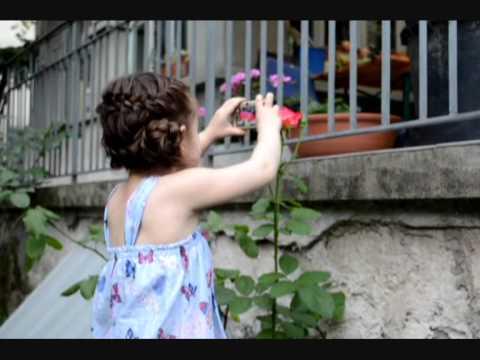 Camilla ThyThy : Chơi trong vườn nhà & thân thiện với mọi người.