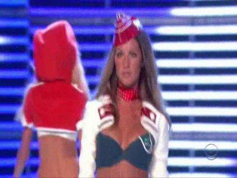 Brazilian Angels - The Victoria's Secret Fashion Show 2006