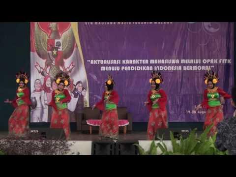 Penampilan tari tradisional mahasiswi FITK di pembukaan OPAK Fakultas 2016
