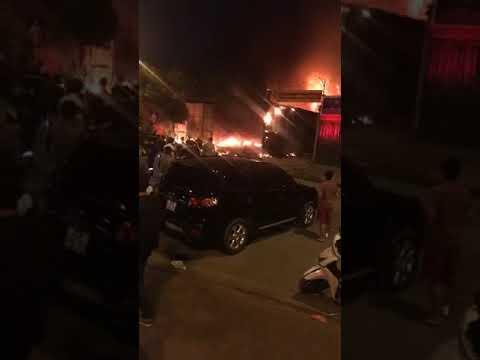 Cháy gara ô tô trên đường Nguyễn Chánh đối diện cổng trường cấp 2 Nam trung yên
