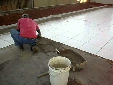 Assentamento de piso cer mico youtube for Pisos ceramicos