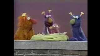 Classic Sesame Street - Baby Honker