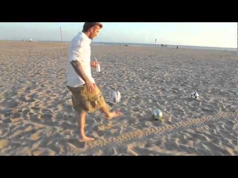 เดวิด เบคแฮมโชว์เตะบอลลงถัง กลางชายหาด
