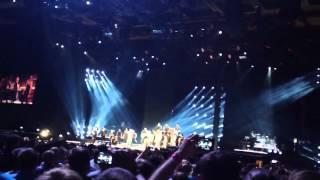 Концерт Мадонны в Москве в олимпийском(МОСКВА, 8 авг - РИА Новости. Королева поп-музыки Мадонна выступила в Москве с грандиозным технологичным шоу,..., 2012-08-08T17:32:14.000Z)