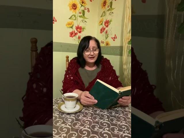 Изображение предпросмотра прочтения – НисаханКачаева читает произведение «Золото холодное луны...» С.А.Есенина