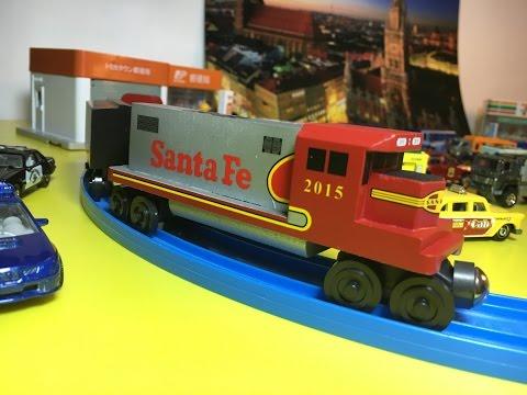 Wooden Whittle Shortline Railroad - Sante Fe Railways in action (00640)