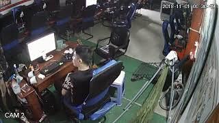 Chủ quán net bị trộm làm mất cảnh giác lấy đi một chiếc điện thoại di động Cam2