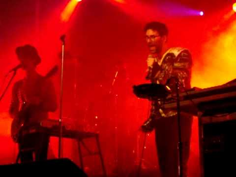 Jamie Lidell - She Needs Me - Live - Warsaw