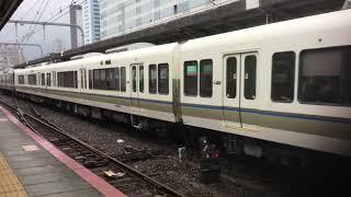近郊型列車223系+221系V25+B13快速網干行き223系両端ともオールグリーンガラスV49+W39新快速姫路行き321系D30普通高槻行き