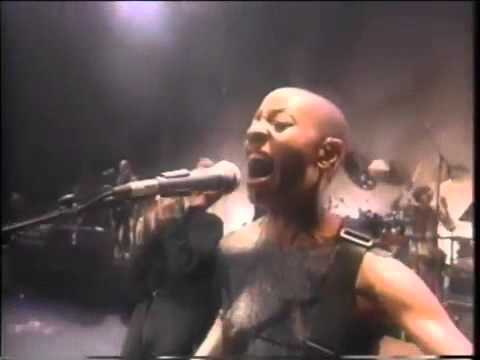 David Bowie & Gail Ann Dorsey   Under Pressure