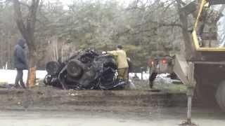 Форд Фокус об дерево. Последний путь...на эвакуатор(, 2014-01-02T10:34:46.000Z)