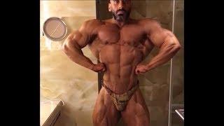 IFBB Pro Sayed Ibrahim Al Hashmi - Muscle checking