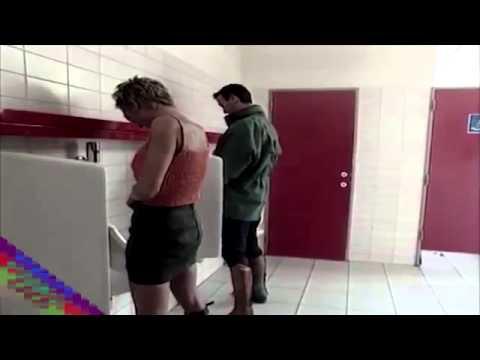 Erkekler tuvaletinde kadın şoku