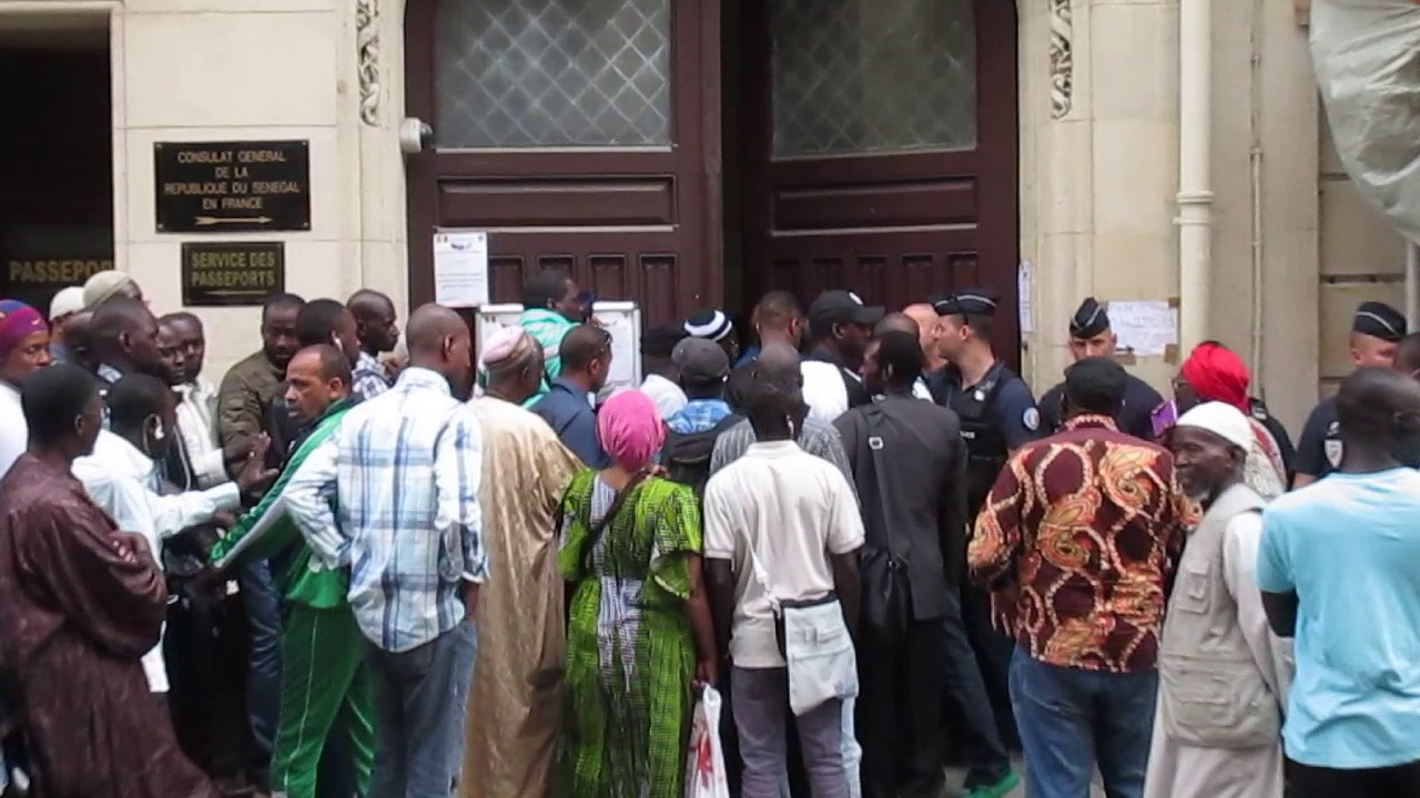 Consulat Du Senegal A Paris La Galere Pour Retirer Sa Carte D