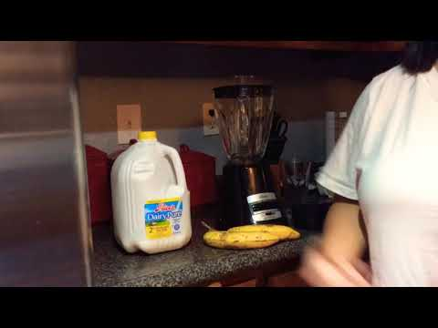 HOW TO MAKE A BANANA SMOOTHIE (1 serving)