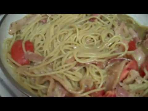 Green Curry Pasta with Bacon and Tomato