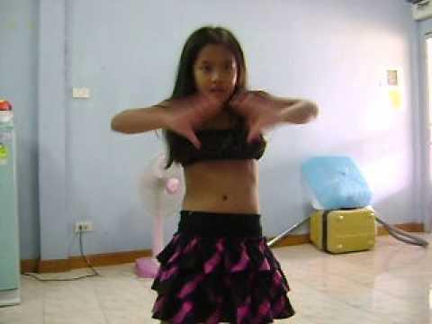 เด็กน่ารักอายุ 8 ขวบเต้น เพลงแน่นอก