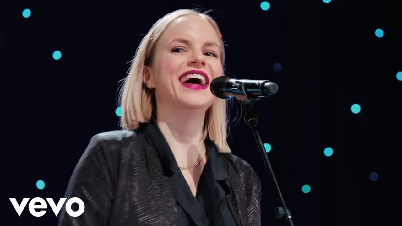 Download Julia Engelmann - Das Lied (Official Video)