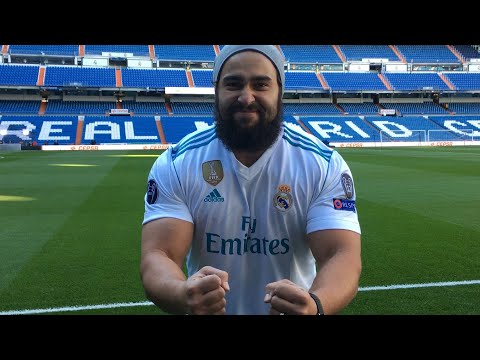 Rusev visits Real Madrid at Santiago Bernabéu Stadium