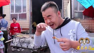 【胖纸哥】新疆胖纸哥浪阿克苏巴扎 美食非常多 支持微信支付 一个西瓜20斤只卖9.99元 这瓜真小