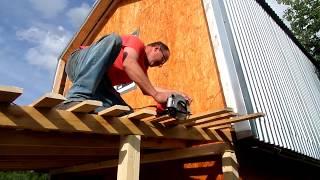 видео Как пристроить веранду к дачному дому: строим своими руками