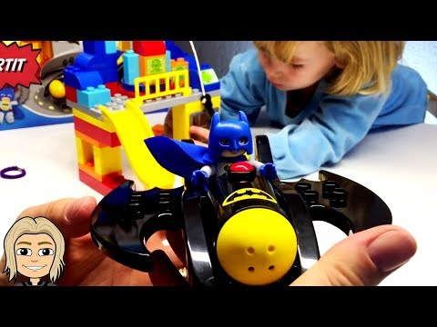 Gertit Fights Bad Guys with Batman Motor Toy Unboxing in Surprise Eggs