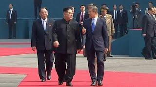 南北首脳、板門店で握手 10年半ぶり首脳会談