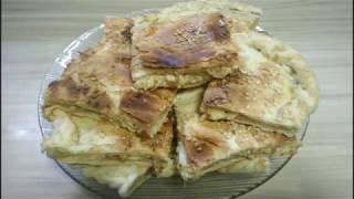 Пирог из слоеного теста с плавленным сыром