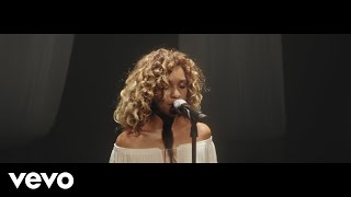 Izzy Bizu - Circles (Live) - Stripped (Vevo UK LIFT)