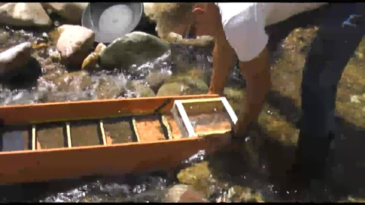 how to build a sluice box out of wood