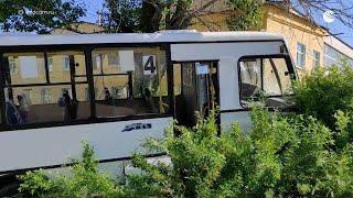 Автобус наехал на остановку в Свердловской области
