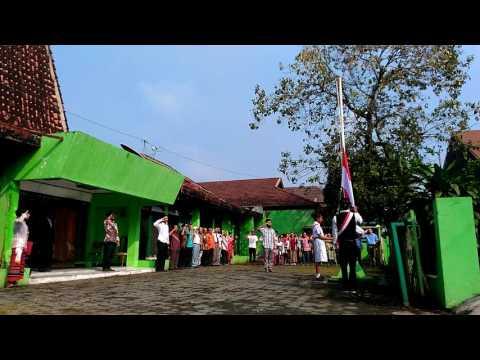 Kala Putra Putri Timor Timur Kumandangkan Lagu Indonesia Raya
