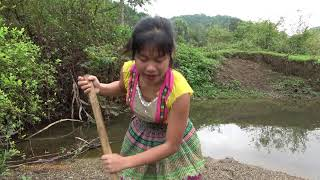 Survival Skills: Smart Girl's Unique Fishing Catch Big Fish At River - Survival Cooking Big Fish