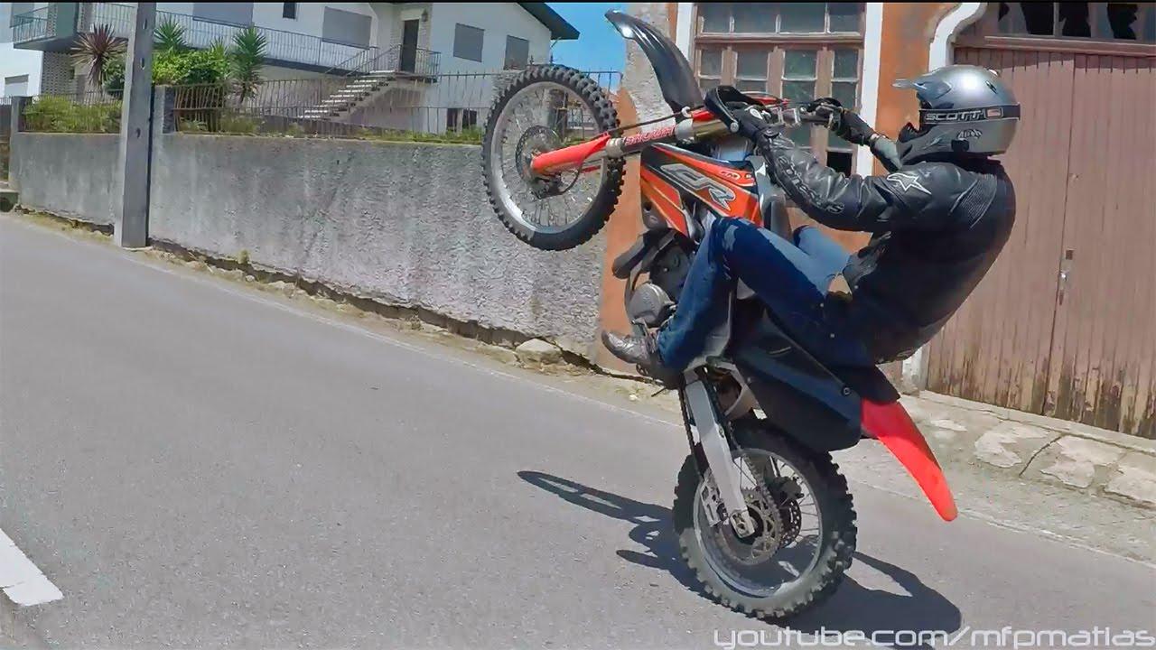 Practicing 2 Stroke Dirtbike Wheelies Honda Cr 250 Youtube