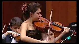 17 year old Sara Ferrández plays Hoffmeister Concerto with F. Helmerson