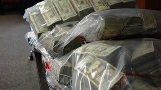 Невероятные богатства найдены в стене дома
