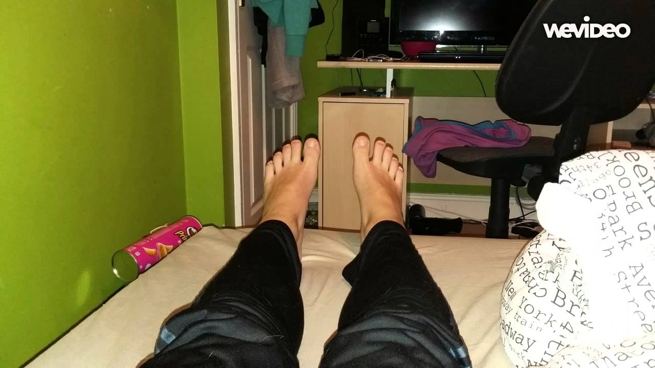 Youngs Boys Feet In Skinny Joggers