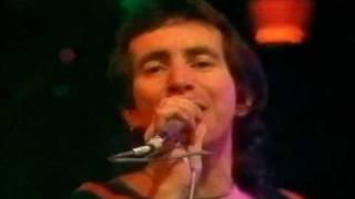 AC/DC - TNT with Bon Scott live Aussie Tv 1976 Bon Scott.