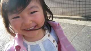 3歳の絢芽ちゃん走る