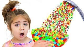 Nastya Artem y Mia una historia sobre una lluvia de dulces