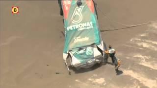 Conny Stacey wacht in spanning af na crash Dakar